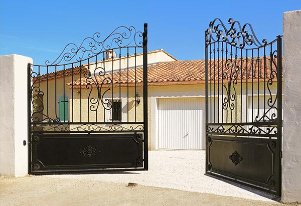 portail-noir-entrée-maison
